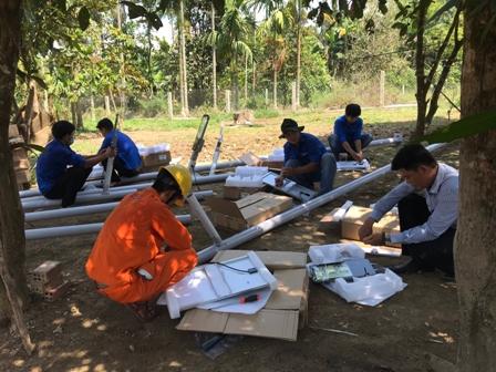 Lắp đặt hệ thống chiếu sáng Năng lượng mặt trời tại xã Trà Tân (huyện Bắc Trà My)