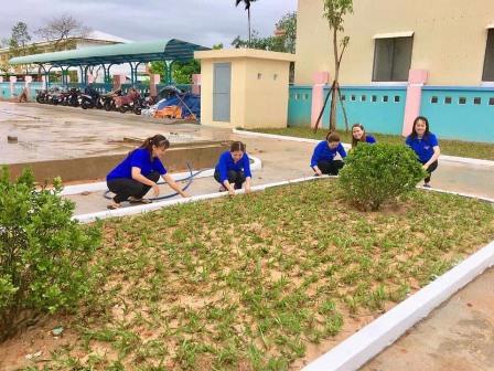 An Sơn: ĐVTN tham gia trồng cỏ
