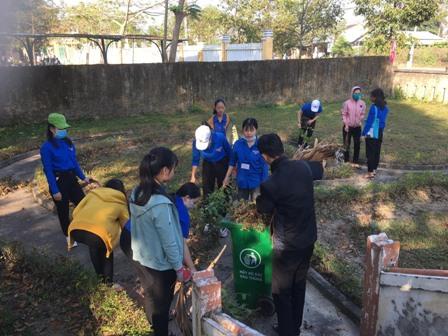 Hòa Hương: dọn vệ sinh Chi bộ Đồng