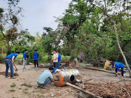 Tam Phú: xây dựng công trình nước sạch hỗ trợ hộ gia đình khó khăn