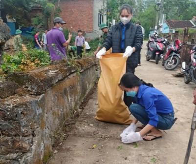 Tam Thanh: ra quân dọn vệ sinh Lăng thờ Đức ông Nam Hải