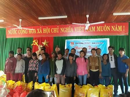 Phường Hòa Thuận: Tổ chức chương trình thăm và tặng quà xã kết nghĩa Trà Vinh
